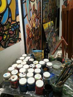 Detalle del atelier del pintor uruguayo Carlos Páez Vilaró en su casa Bengala en el Tigre, provincia de Buenos Aires, Argentina.