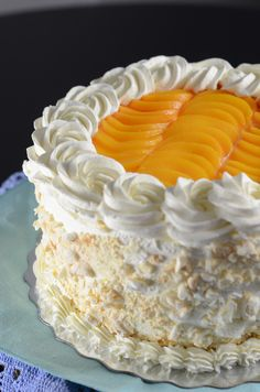 Postre Chaja; add dulce de leche, crumbled meringue, and sliced peaches between layers