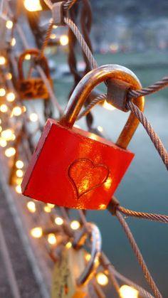 Taste Where: Love Locks Cute Wallpaper Backgrounds, Love Wallpaper, Aesthetic Iphone Wallpaper, Cute Wallpapers, Happy Valentines Day Wishes, Valentines Day Hearts, Valentine Heart, Wedding Day Cards, Hacker Wallpaper