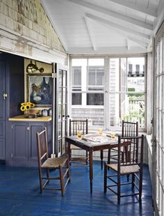 When Ken Fulk purchased a run down Victorian home on Cape Cod, no one knew it would become a total dream house after a grand renovation. Take a peek inside the charming waterfront cottage. Elle Decor, Ken Fulk, Cape Cod Cottage, Nantucket Cottage, Coastal Cottage, Coastal Style, Waterfront Cottage, Ikea, Shabby