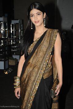 Shruti Hassan Photos in Saree at 7th Sense Audio