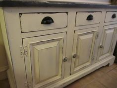 Annie Sloan Chalk Paint kitchen Cabinets - okay I am now hooked on chalk paint.  Doing my kitchen asap