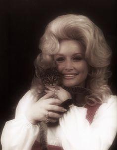 Dolly + a kitten = <3