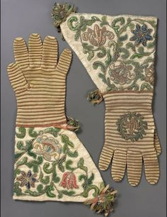 Gloves 17th century The Museum of Fine Arts, Boston 17th Century Clothing, 17th Century Fashion, Historical Costume, Historical Clothing, Textiles, Hand Gloves, Vintage Gloves, Lesage, Period Costumes