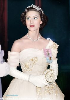 "royal-roaster: ""beautiful colorizations of Queen Elizabeth and Princess Margaret made by klimbims """