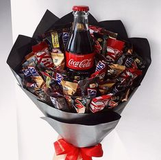 Over 100 Valentine's Day gifts for him that are just perfect – Hike n Dip – Valentine Day Valentines Day Baskets, Valentines Day Dinner, Valentines Day Desserts, Valentines Day Gifts For Him, Valentines Day Decorations, Candy Bouquet Diy, Food Bouquet, Cute Birthday Gift, Birthday Gifts For Best Friend