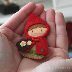 Felt Little Red Ridding Hood Brooch For some reason this reminds me of Cartman dressed up and cracks me up!Felt Little Red Riding Hood Brooch-I could sew it if I was brilliant and extremely artistic.Petit Chaperon Rouge en feutrine - Little Red Riding Hoo Felt Christmas Ornaments, Christmas Crafts, Felt Embroidery, Felt Decorations, Felt Brooch, Felt Patterns, Felt Fabric, Fabric Dolls, Felt Dolls