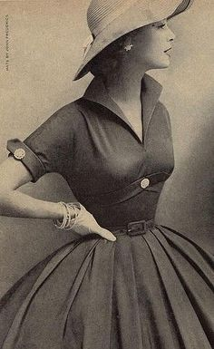 1950s dresses started to become more attractive, tight in the middle but loose again after the waist, lots were complimented by buttons or belts #1950s #vintage