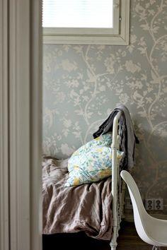 Toukokuun Tyttö - My Villa May Throw Blanket, Villa, Home