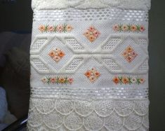 Handmade Ornaments, Handmade Crafts, Diy And Crafts, Silk Ribbon Embroidery, Hand Embroidery, Chicken Scratch Embroidery, Drawn Thread, Bargello, Cross Stitching