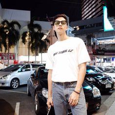 """ถูกใจ 96.3k คน, ความคิดเห็น 250 รายการ - Thiti Mahayotaruk (@bank_thiti) บน Instagram: """"เอ๊า ดึงเฉย.  by @eiqkiss"""" Bank Thiti, Korean Ulzzang, Actor Model, Handsome Boys, My Eyes, Actors & Actresses, Boy Or Girl, Hot Guys, Thailand"""