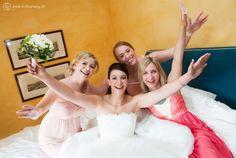 Jaaa! Fertig! Die #Braut hat sich ein Foto mit ihren #Brautjungfern gewünscht. Das Ergebnis: Pure Freude, pures Glück!