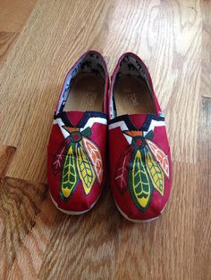 You cant go wrong with this amazing pair of custom Chicago Blackhawks Toms. Please allow 1-2 weeks for the waterproof shoes to be delivered.