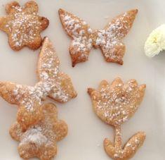 Gestern war Frühlingsanfang und draußen ist trotzdem wieder alles mit einer dicken Schneeschicht bedeckt. Sieht wunderschön aus, erinnert aber eher an Weihnachten als an Ostern. Jammern? Nein! Lieber wundern, freuen und Plan B aus der Tasche zaubern: Ich habe heute morgen tatsächlich schon Kekse gebacken! Die Kinder waren begeistert, haben sie doch zum Schulbrot noch jeder 2 Kekse mit in die Box bekommen… Diese Kekse schmecken gar nicht nach Weihnachten, sondern irgendwie nach Frühling. Mag…