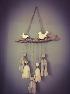 Création maison!! Wall Hanging Crafts, Boho Wall Hanging, Diy Home Crafts, Arts And Crafts, Diy Tassel, Tassels, Macrame Design, Macrame Projects, Home And Deco