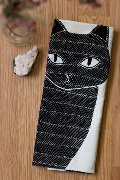 Black Cat Tea Towel, Printed with Eco Friendly Inks di Gingiber su Etsy https://www.etsy.com/it/listing/201957549/black-cat-tea-towel-printed-with-eco