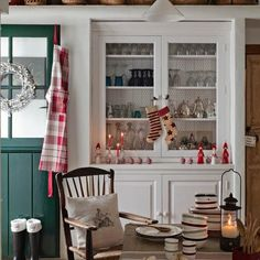 Here are the 3 most obvious things to start with your holiday kitchen decoration (image by masfotogenica)
