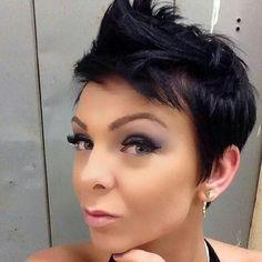 Hasst+Du+dunkle+Haare?+Schau+Dir+diese+Auswahl+an+dunklen+Kurzhaarfrisuren+an.