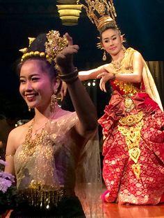 Stunning dancers at the Mandarin Oriental, Bangkok  DesignDestinations.org