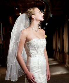 The Wedding Dress: Custom Couture or Off-The-Rack. :http://blog.couplesoncakes.com/2014/03/31/wedding-dress-couture-rack/
