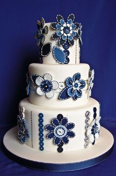 I should have done something like this for my wedding cake! It's like a fresh take on Delft Blauw. Love it.