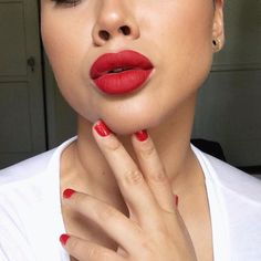 When you match your lips to your nails and you're like.... ❤️ #RedLipstick = @smashboxcosmetics #Bawse by @iisuperwomanii #LillySingh  #liquidmattelipstick / #RedNails = #OPI #CocaCola #Red -- #Smashbox