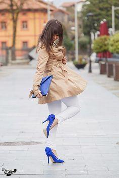 Zapatos de ante con lazada en el talón
