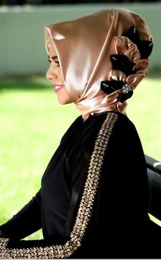 Muslim clothing. Just love her hijab beautiful!!