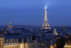 Photo de La Tour Eiffel illuminée de nuit