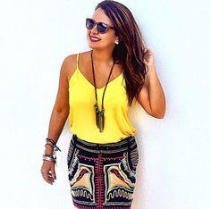 Look étnico, saia estampada, blusa amarela, casual look