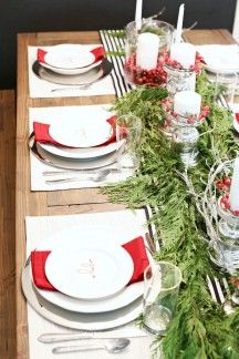 A beautiful, festive table setting that everyone will be in awe over!! Click the picture above to see the details!