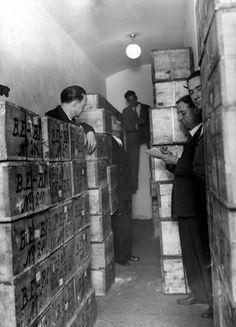 El oro de Moscú: el mayor robo de la historia - La madrugada del 13 al 14 de septiembre de 1936, a penas dos meses después del inicio de la Guerra Civil, unidades de carabineros, milicianos socialistas y anarquistas y medio centenar de cerrajeros y trabajadores metalúrgicos irrumpieron en la cámara acorazada de Banco de España.