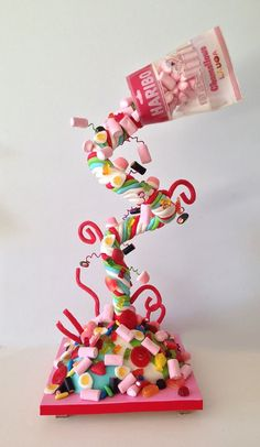 Haribo Gravity defying cake covered by lots and lots of sweets….The Haribo bag is completely edible…made of jelly and waffer paper. Cake Pop Bouquet, Candy Bouquet, Gravity Defying Cake, Gravity Cake, Candy Cakes, Cupcake Cakes, 3d Cakes, Haribo Birthday Cake, Haribo Sweets