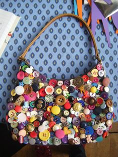 I embellished this bag with buttons by hand covering the entire front surface. Every button is different and I think the bright selection of.Who doesn't Like a Meaningful Selfmade Gift? Look here for Simple Straightforward DIY Gifts for mothers, Men, Diy Buttons, Vintage Buttons, Button Art, Button Crafts, Craft Projects, Sewing Projects, Projects To Try, Gemstone Brooch, Diy Sac