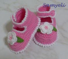 Baby Booties free crochet tutorial in Russian. But there are good step-by-step pictures Crochet Baby Clothes, Crochet Baby Shoes, Cute Crochet, Crochet For Kids, Crochet Crafts, Crochet Projects, Knit Crochet, Booties Crochet, Crochet Slippers