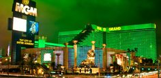 Get great MGM GRAND room Deals! Among the largest hotels in the world stands the MGM Grand Hotel & Casino on the Las Vegas Strip. Vegas Hotel Rooms, Las Vegas Hotels, Las Vegas Nevada, Metro Goldwyn Mayer, Familienfreundliche Hotels, Dubai, Mgm Grand Las Vegas, Las Vegas Vacation, Vacation Wishes