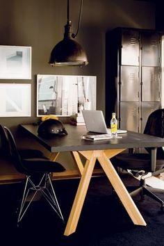 """Seja na moda ou na decoração, o preto é sinônimo de sofisticação. Há quem use a cor para dar certo toque de masculinidade ao ambiente, ou que use o tom para destacar um espaço em meio às outras cores do lar. Isso tudo, claro, além da versatilidade: por ser """"o rei dos básicos"""", combina com tudo. Selecione um cantinho da casa – ou ela inteira! – e veja cinco ideias para dar um blackout nos ambientes"""