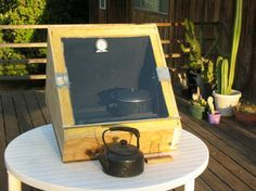 Building your own solar cooker is a great way to cook meals using the power of the sun. You can easily and inexpensively make your own DIY solar cooker. Solar Oven Diy, Diy Solar, Diy Generator, Homemade Generator, Solar Cooker, Solar Heater, Solar Panels For Home, Power Energy, Camping