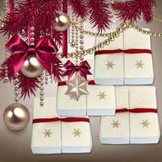 Nature's Linen Disposable Guest Hand Towels Wrapped with a Ribbon 200ct - Christmas / Holiday Collection Embossed with a Snowflake