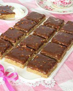 schweizernötsrutor7 Raw Food Recipes, Cake Recipes, Dessert Recipes, No Bake Desserts, Easy Desserts, Bagan, Swedish Recipes, Dessert Bars, Chocolate Recipes