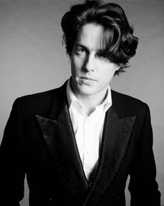 Hugh Grant : Muses, Cinematic Men | The Red List