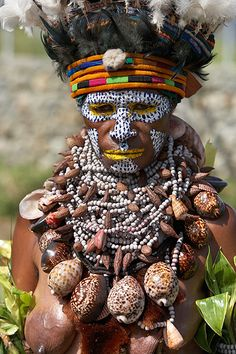 Iñaki Caperochipi Photography - travels Oceania Papua New Guinea Tribes Of The World, People Around The World, Arte Tribal, Tribal Art, Arte Plumaria, Tribal Images, Black Girls With Tattoos, Africa Art, Tribal People
