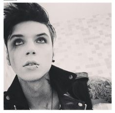 Sexy smudged makeup! Andy Biersack