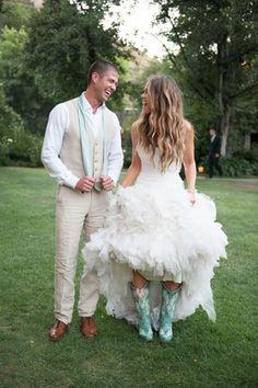 Country Wedding Couple Photography: Jana Williams Photography Read More: http://www.insideweddings.com/weddings/katrina-hodgson-and-brian-scott/533/
