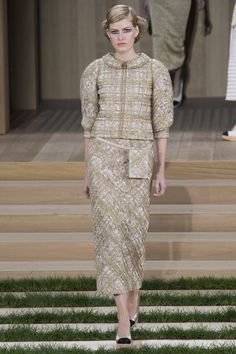 Chanel Spring 2016 Haute Couture Collection | GeorgiaPapadon