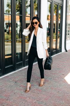 Winter workwear is always a style struggle for so many of you who head to the office each day. Today, I thought I'd share some inspiration from EXPRESS. Blazer Outfits Casual, Blazer Outfits For Women, Business Casual Outfits, Office Outfits, Blazers For Women, Classy Outfits, Chic Outfits, Fashion Outfits, White Jacket Outfit