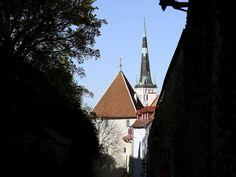 Ajaako Tallinna jo Helsingistä ohi ravintolakaupunkina? Kaupunki on nyt herkullisempi kuin koskaan. Tower, Cabin, House Styles, Building, Travel, Home Decor, Rook, Viajes, Decoration Home