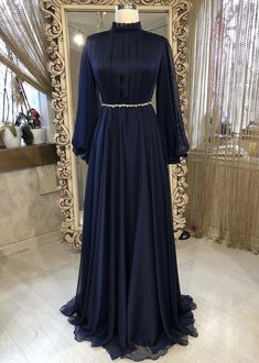 Discover recipes, home ideas, style inspiration and other ideas to try. Hijab Prom Dress, Hijab Evening Dress, Muslim Dress, Sari Dress, Muslim Hijab, Modest Fashion Hijab, Muslim Fashion, Fashion Dresses, Mode Abaya