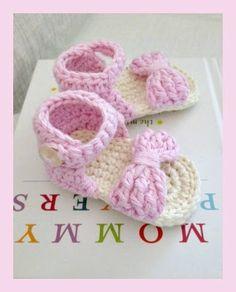 Bonitas sandalias en crochet para bebitas...