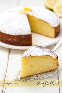 it wp-content uploads 2017 03 torta-soffice-al-limone-e-yogurt-ricetta-facile. Yogurt Cake, Almond Cakes, What To Cook, Biscotti, Baking Recipes, Bakery, Food Porn, Food And Drink, Yummy Food